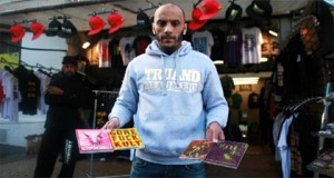 Morsay vend les CDs de Swagg Man !